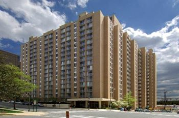 4450 S. Park Avenue 1-3 Beds Apartment for Rent Photo Gallery 1