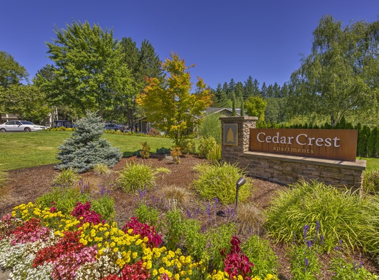 Lush landscaping at Cedar Crest, 4800 SW Mueller Drive, Beaverton, OR 97078