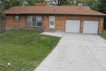 3104 E 94th St 4 Beds House for Rent Photo Gallery 1