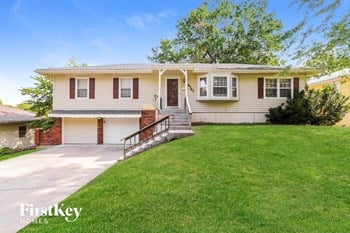 9727 Oakley Ave 3 Beds House for Rent Photo Gallery 1