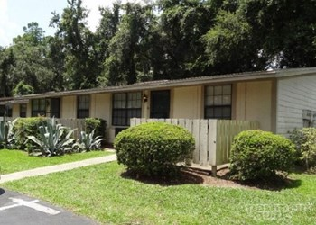 3001 SW Archer Rd. - Office Studio Apartment for Rent Photo Gallery 1