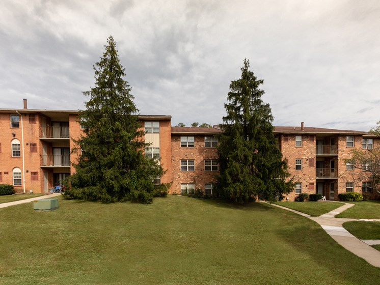 Courtyard, at Cromwell Valley Apartments, 15 Treeway Court, 2A, Towson
