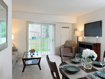 802 Kingston Court 1-3 Beds Apartment for Rent Photo Gallery 1