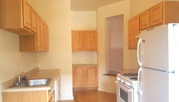 906 W. Montrose Avenue Studio-2 Beds Apartment for Rent Photo Gallery 1