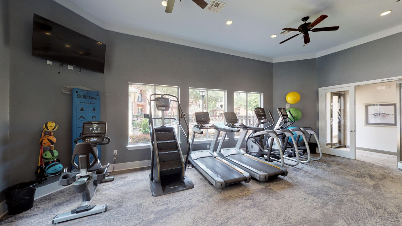 Fitness Center With Modern Equipment at Marquette at Piney Point, Houston