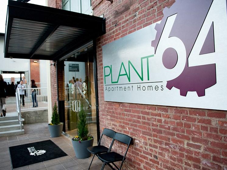 Plant 64, Entrance