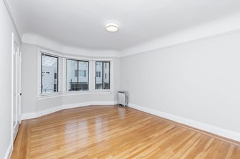 337 10Th Avenue Studio Apartment for Rent Photo Gallery 1