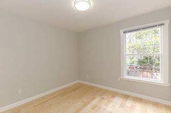 1060 Pine Street 1-2 Beds Apartment for Rent Photo Gallery 1