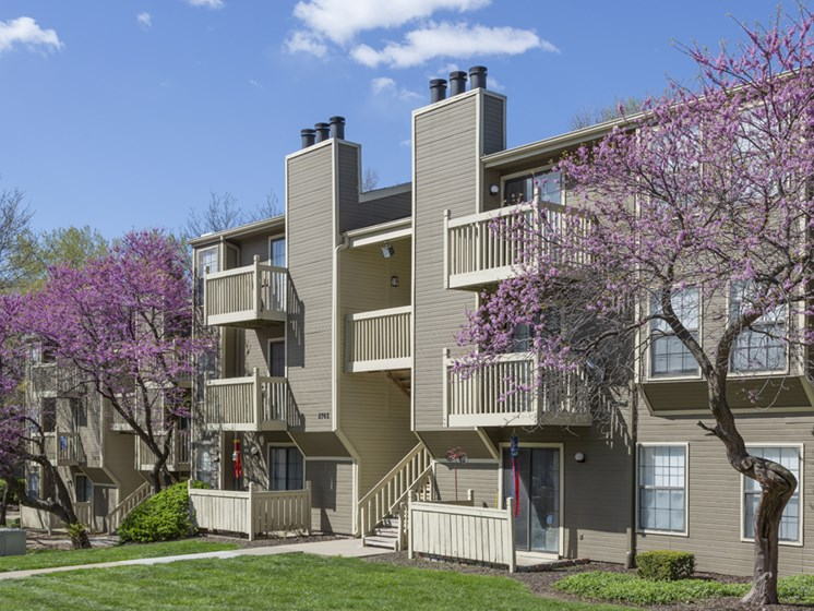 Balconies Patios and Trees at The Retreat at Woodridge Apartments in Lenexa, KS