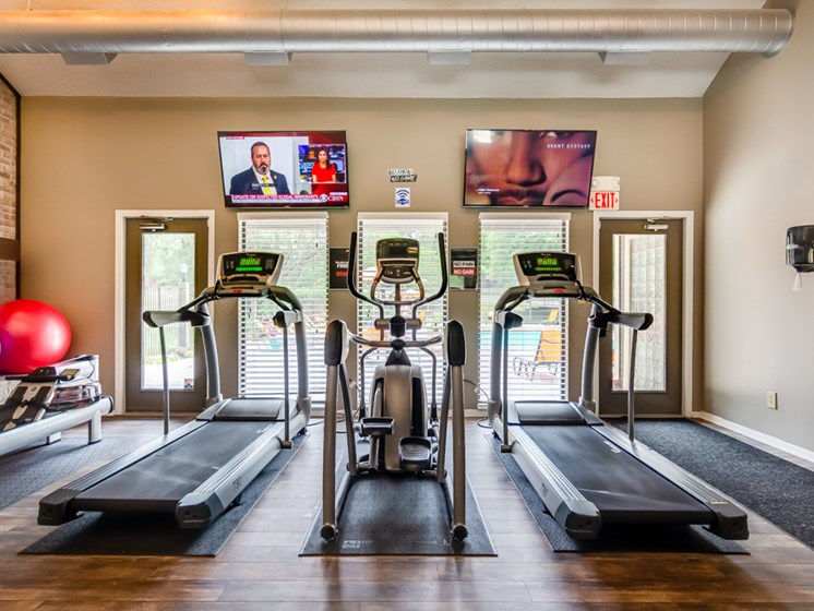 Brand new 24 hour fitness gym at The Retreat at Woodridge Apartments in Lenexa, KS