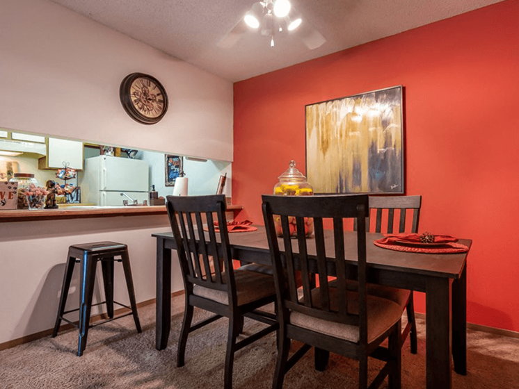 Dining Area at The Retreat at Woodridge Apartments