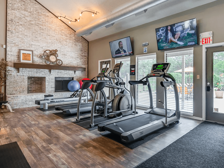 treadmills & cardio machines at The Retreat at Woodridge