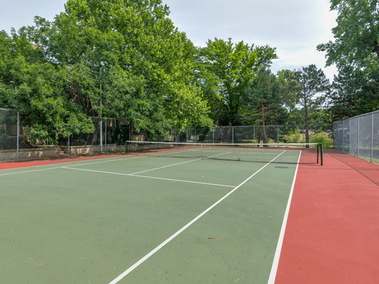 Tennis court at The Retreat at Woodridge apartments