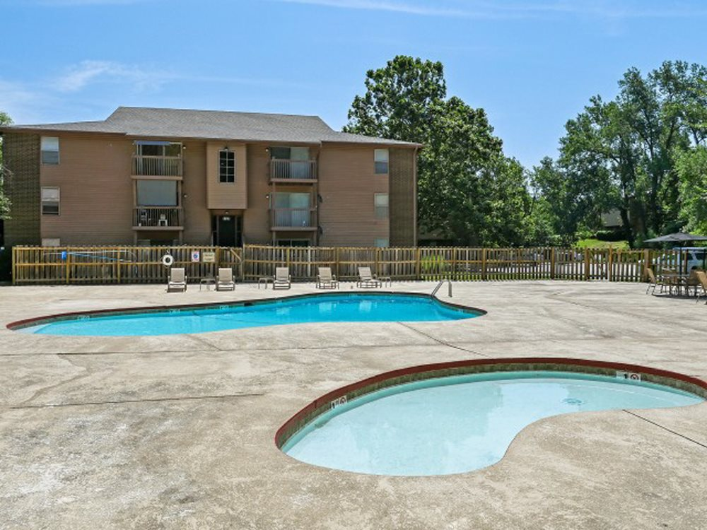 Spacious sundeck at The Retreat at Mill Creek in Lenexa, KS
