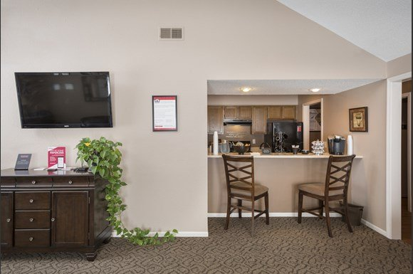The Retreat At Woodlands Apartments 510 E 101st Street Kansas City Mo Rentcaf
