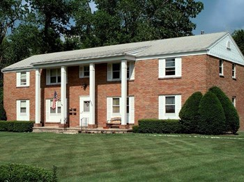 4900-5000 East Henrietta Road 2-3 Beds Apartment for Rent Photo Gallery 1