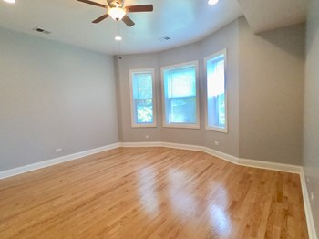 4516-18 N Magnolia Studio-2 Beds Apartment for Rent Photo Gallery 1
