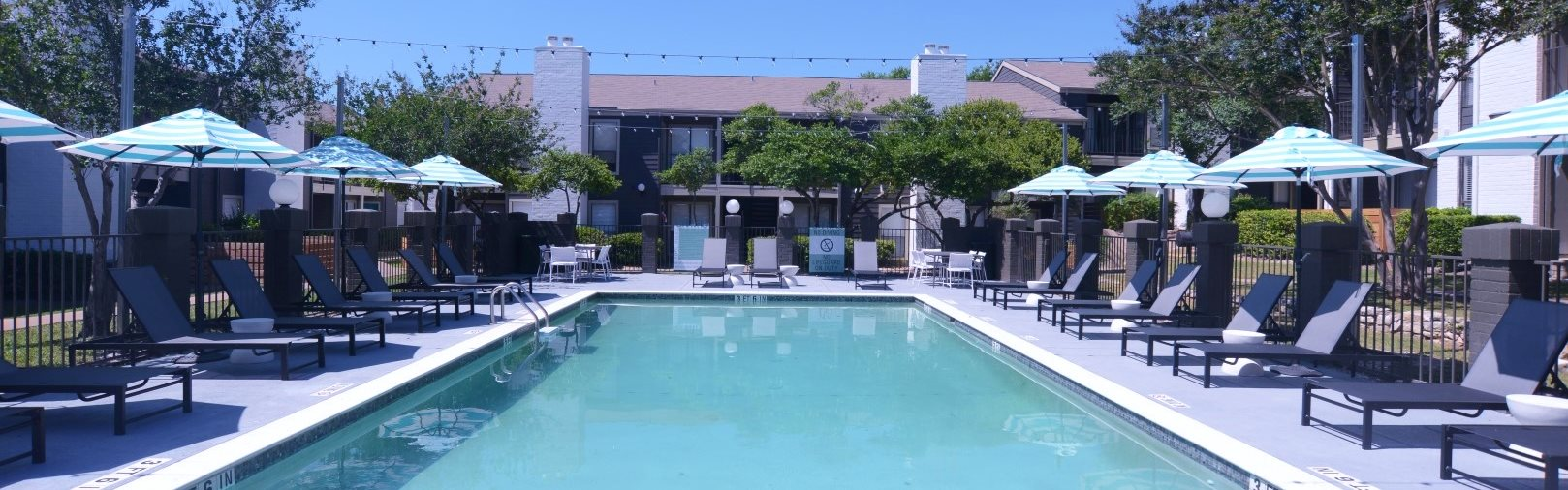 pool apartments in south austin