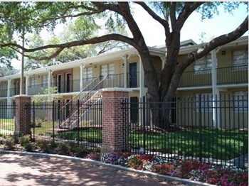 14566 Seaford Circle 1 Bed Apartment for Rent Photo Gallery 1