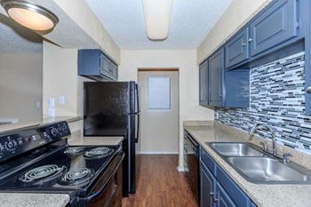 6424 Iron Horse Blvd 1-2 Beds Apartment for Rent Photo Gallery 1