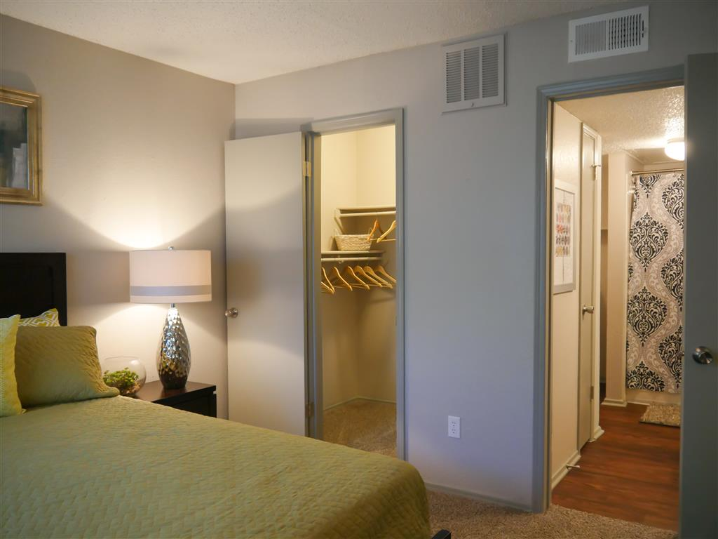 Live in cozy bedrooms Trails of Towne Lake,Irving,75061