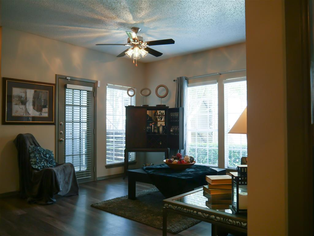 Veridian Place,4849 Haverwood Lane, TX, has Fully Furnished Apartments