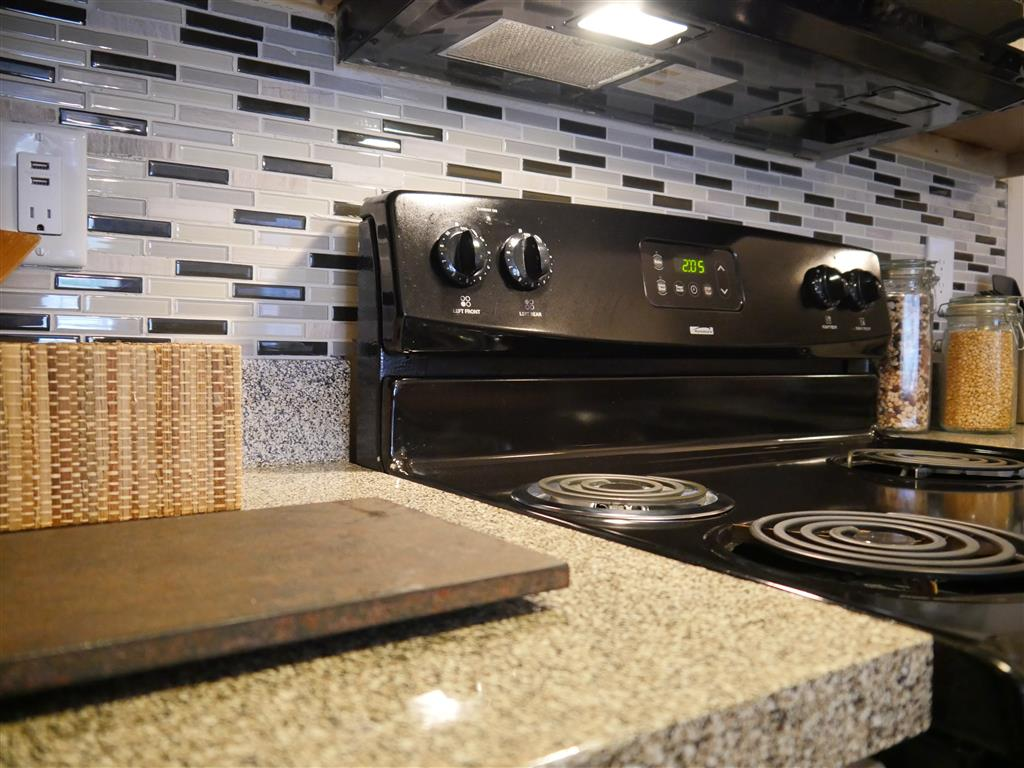 Gas Range available at Veridian Place, Dallas, TX