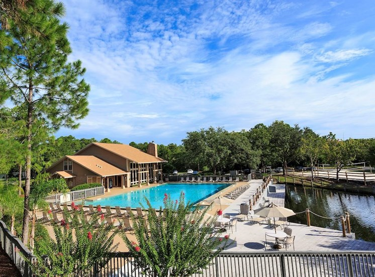 Sanford Landing Apartments, Sanford, FL 32771 swimming pool overlooking the lake