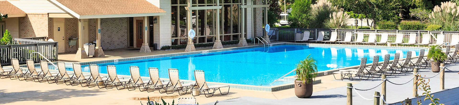 Sanford Landing Apartments Sparkling Pool Banner Image