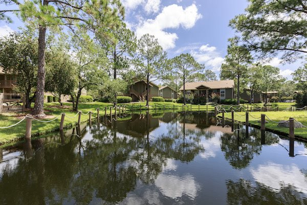 Whisper Lake apartments in winter park, orlando , florida  32792 beautiful community in wooded, lake-filled location