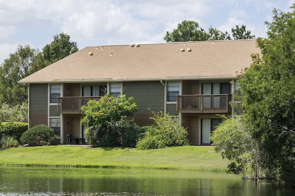 Whisper Lake apartments in winter park, orlando , florida  32792 lake and wooded views with private patio and balconies