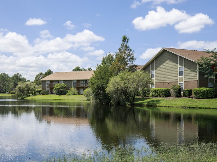 Whisper Lake Apartments in Winter Park, Florida 32792 lake community