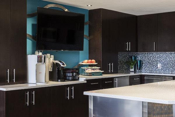 Whisper Lake apartments in winter park, orlando , florida  32792 complimentary coffee bar
