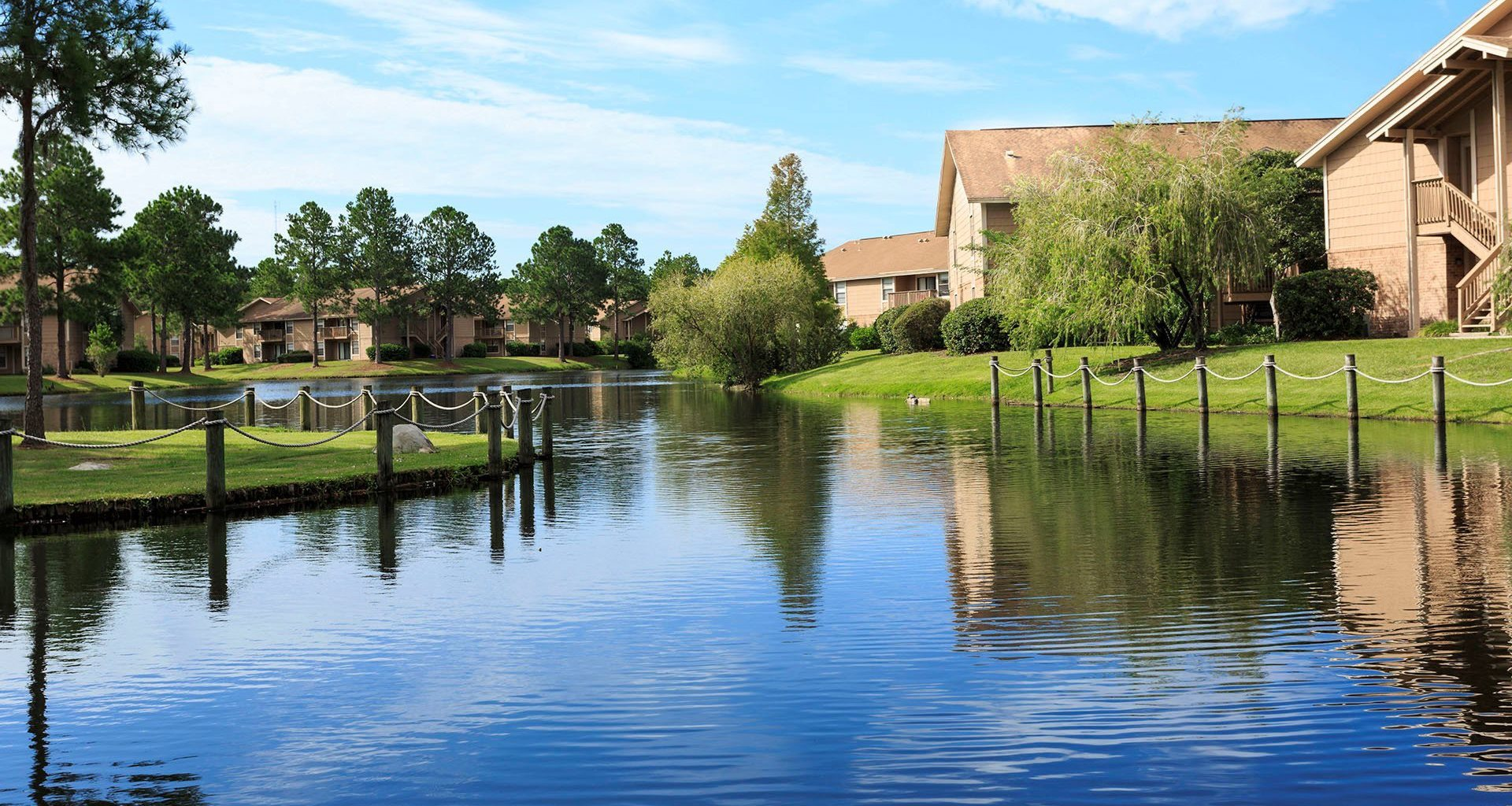 Whisper Lake apartments in winter park, orlando , florida  32792 sparkling lake