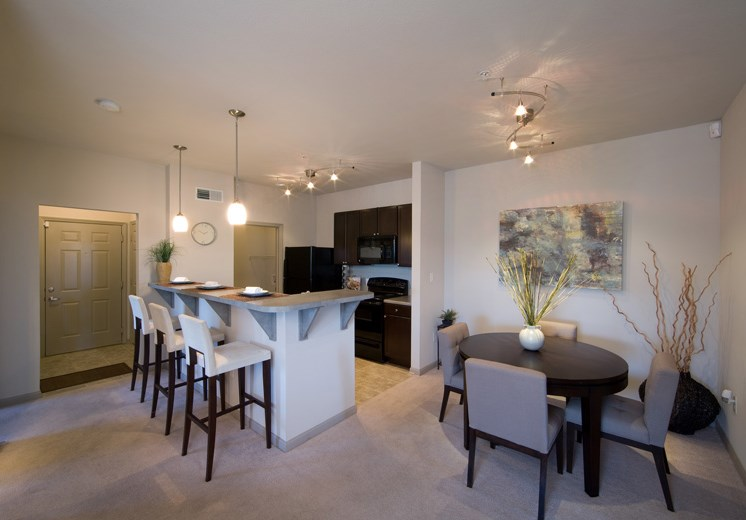 Bridgewater apartments in huntsville, al 35806 open kitchen and dining area