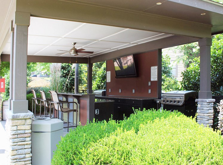 outdoor pavillion and grilling station at Bridgewater apartments in huntsville, al 35806