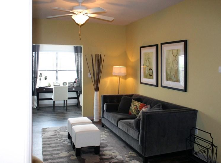 Bridgewater Apartments in Huntsville, Alabama living room