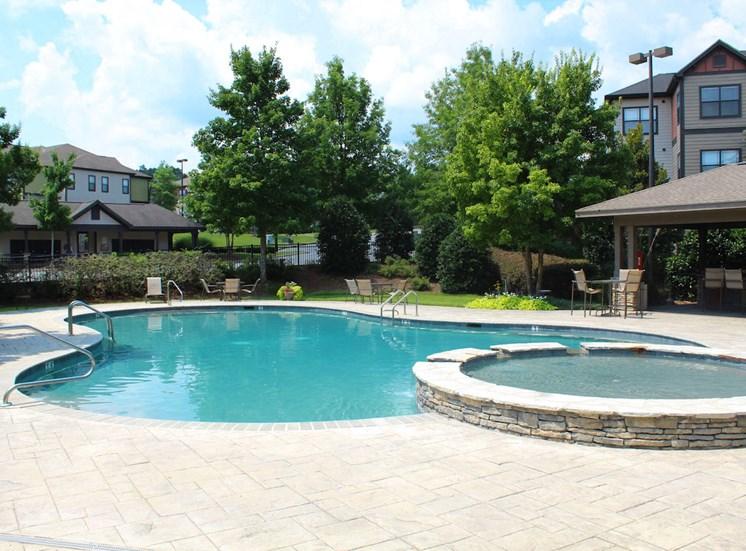 sparkling pool and hot tub at Bridgewater apartments in huntsville, al 35806