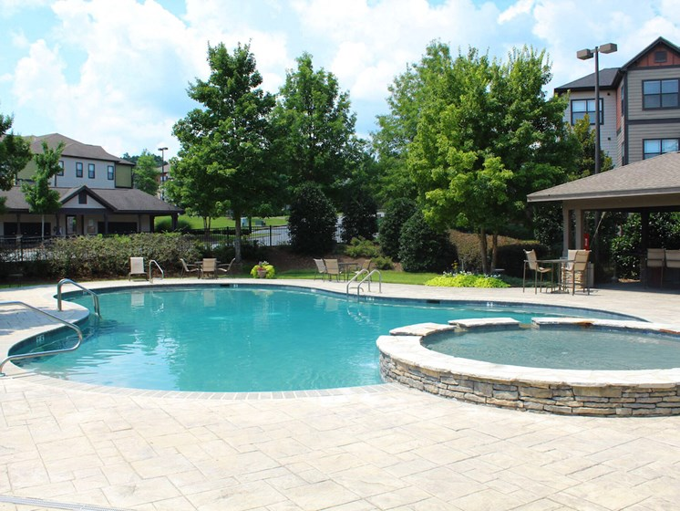 sparkling pool and hot tub at Bridgewater apartments in huntsville, al 35806