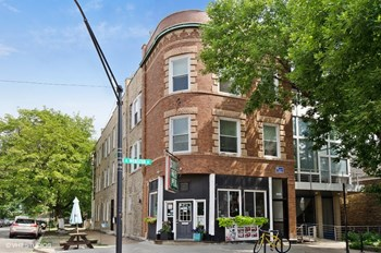 2026 W. Webster Ave. 2 Beds Apartment for Rent Photo Gallery 1