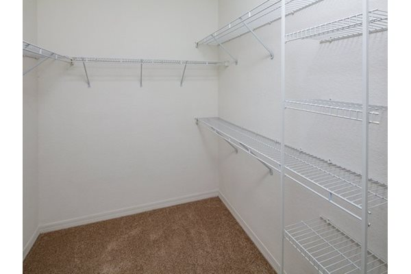 Legacy at Fort Clarke apartments in Gainesville, Florida 32606 large walk-in closets