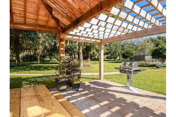 Legacy at Fort Clarke apartments in Gainesville, Florida 32606 grilling stations
