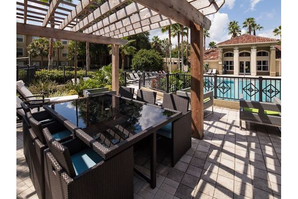 Legacy at Fort Clarke apartments in Gainesville, Florida 32606 picnic stations