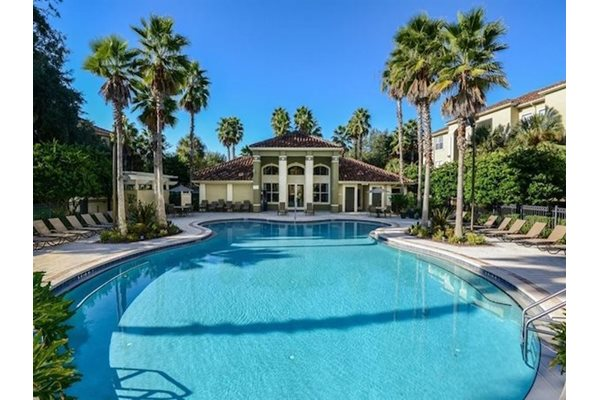 Legacy at Fort Clarke apartments in Gainesville, Florida 32606 sparkling pool