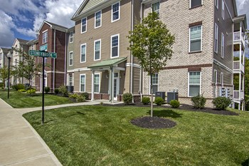 3000 Stoneybrook Ln 1-3 Beds Apartment for Rent Photo Gallery 1