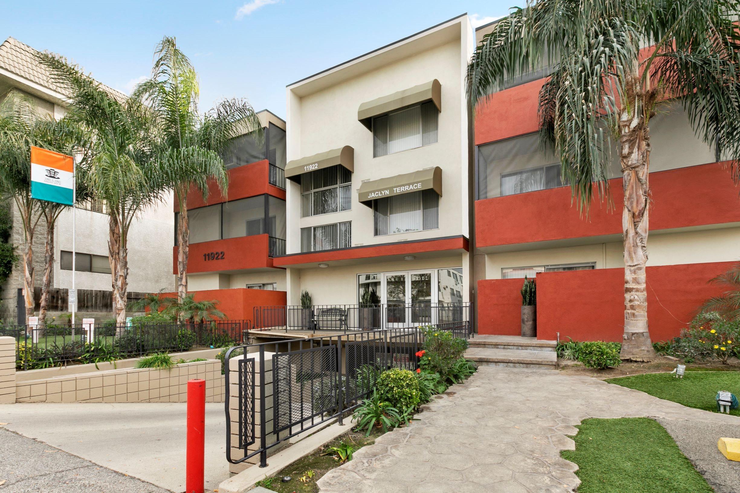 jaclyn terrace apartments valley village
