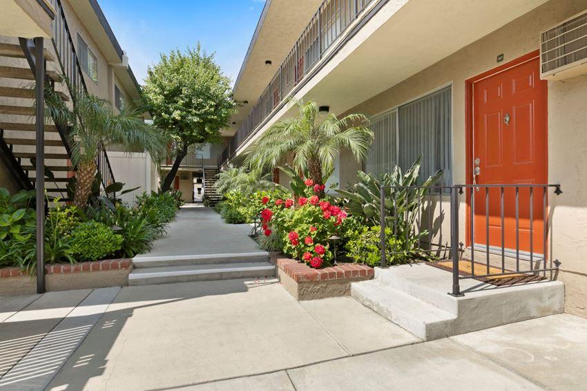 Apartments in Sherman Oaks pathway