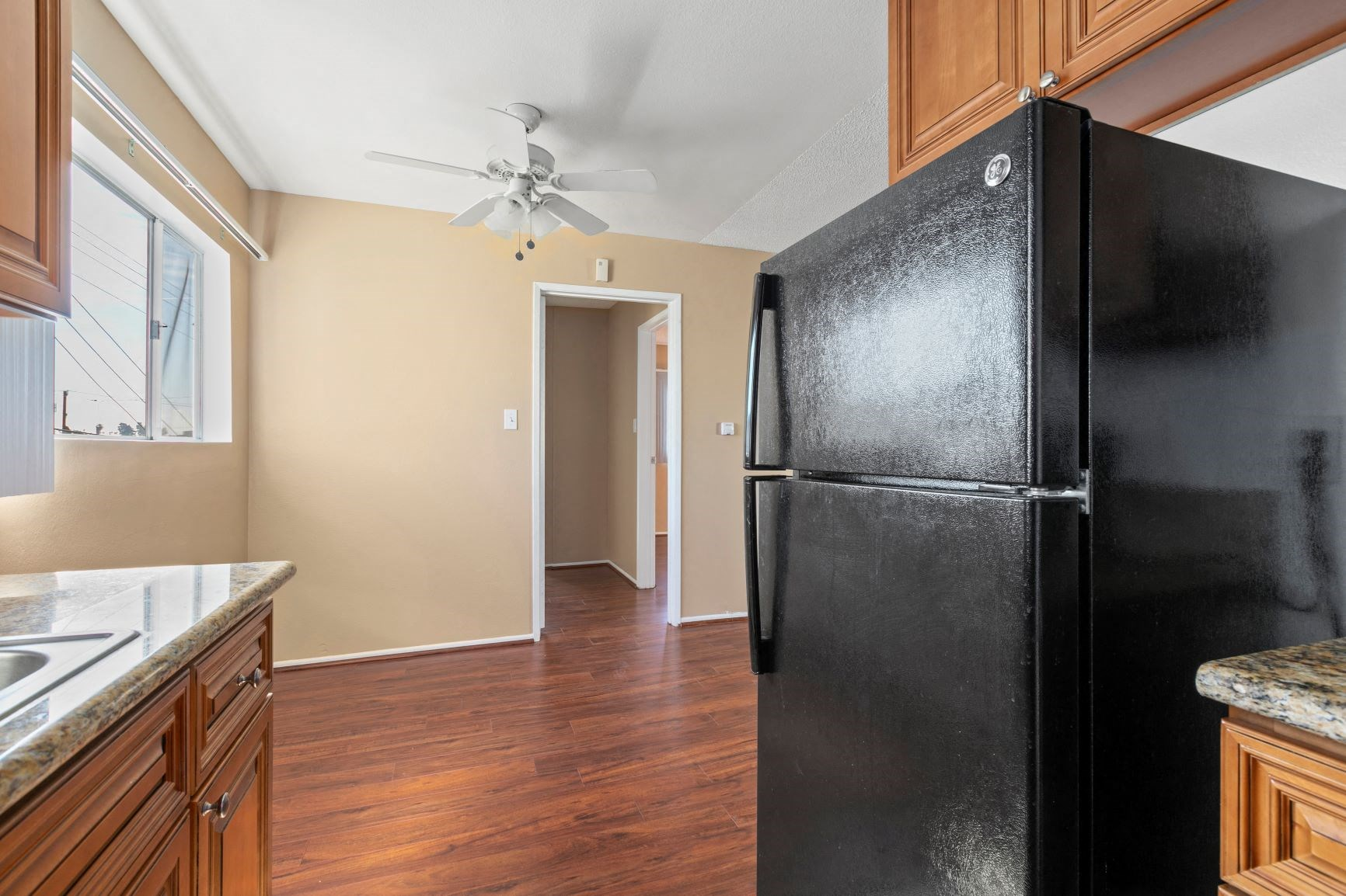 Upgraded Kitchen Appliances, Countertops and Cabinets
