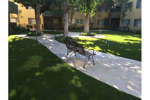 Encino Apartment Garden Courtyard