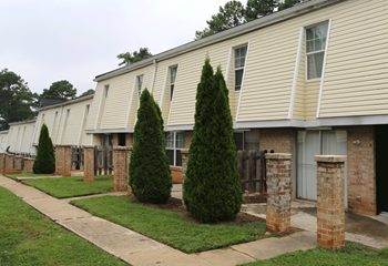 2727 Godby Road 1-3 Beds Apartment for Rent Photo Gallery 1